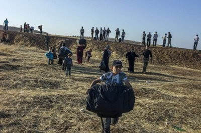 UNHCR chief urges neighbours to maintain open access for fleeing Syrians